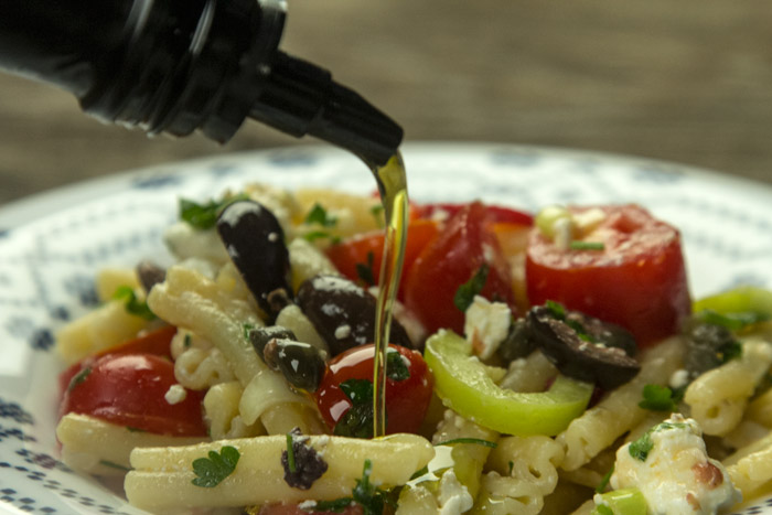 Pasta with raw vegetables and feta cheese
