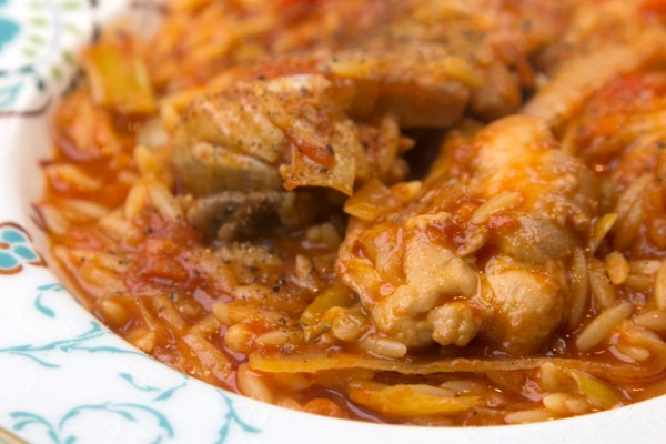 chicken in orzo with tomato sauce