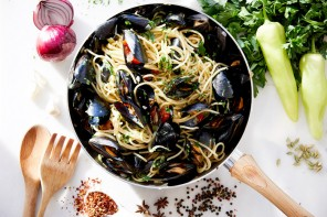 Spaghetti with mussels, fennel and ouzo